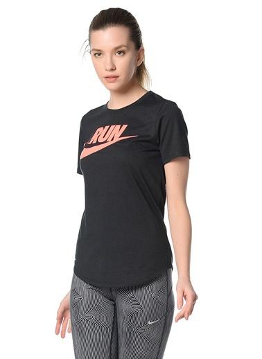 Bisiklet Yaka Baskılı Tişört-Nike